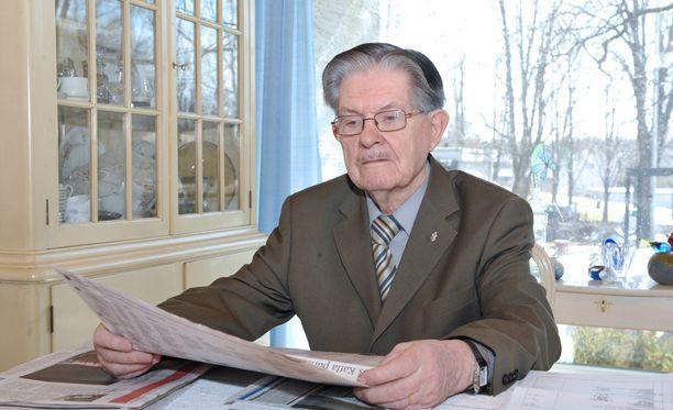 Tiuri oli kokoomuksen pitkäaikainen kansanedustaja.