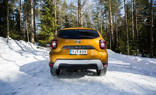 Uudet takavalot tuovat mieleen Jeep Renegaden. Mielleyhtymä ei ole Dacialle ainakaan haitaksi.