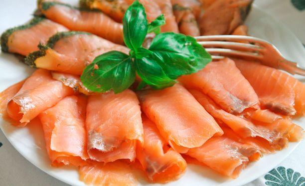 Ruokavalion osatekijöistä runsas kasvisten, hedelmien, marjojen ja kalan sekä vähäinen punaisen lihan käyttö oli yhteydessä parempiin tuloksiin päättelykykytestissä.