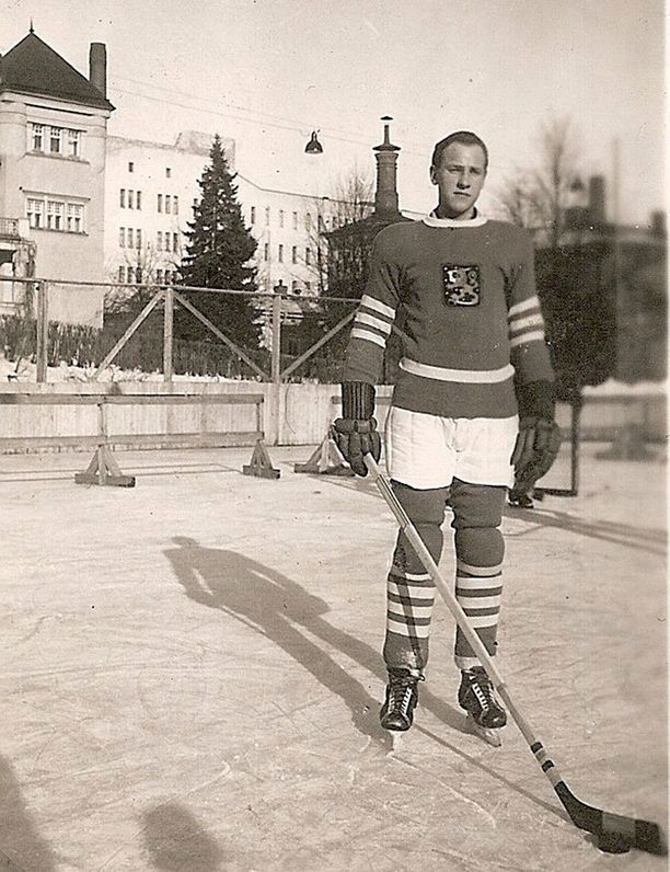 Aarne Honkavaara kuvattuna 1948 Suomen maajoukkueasussa.