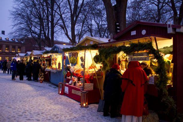 Joulumarkkinat Turun vanhalla suurtorilla.