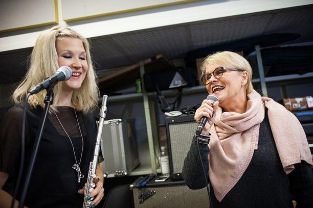 Katri Helena viimeisteli joulukonserttikiertueettaan keskiviikkona Helsingissä.