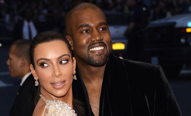 Kanye West järjesti vaimonsa syntymäpäivän kunniaksi muun muassa pianistin paikalle.