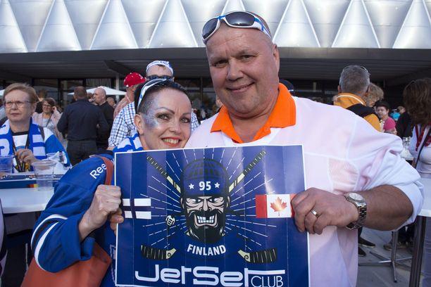 Satu ja Timo Jutila pyörittävät jääkiekkoilun MM-kisojen aikaan fanimatkoihin erikoistunutta yritystään.