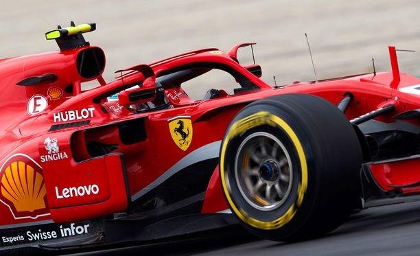 Ferrarin auto puhuttaa edelleen formulavarikolla.