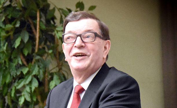 Keskustan puoluehallituksen mukaan keskusta on pitänyt ovea auki Paavo Väyryselle, mutta kunniapuheenjohtaja Väyrynen on itse sen sulkenut.
