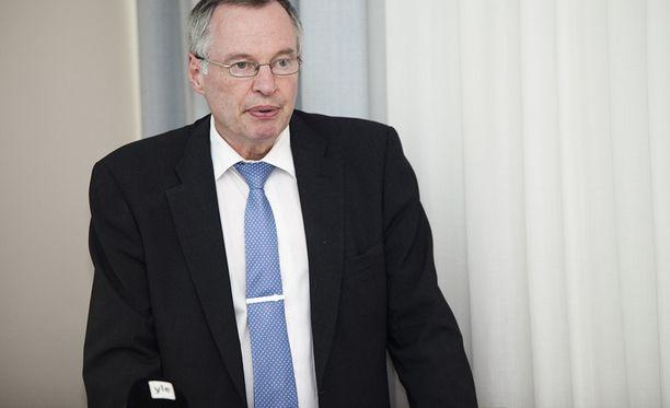 """""""Pakkopalautettavien kerääminen samaan paikkaan saattaisi muodostaa tietyllä tavalla turvallisuusongelmia, jotka pitäisi pystyä myös ratkaisemaan"""", ylijohtaja Jorma Vuorio sisäministeriöstä sanoi."""