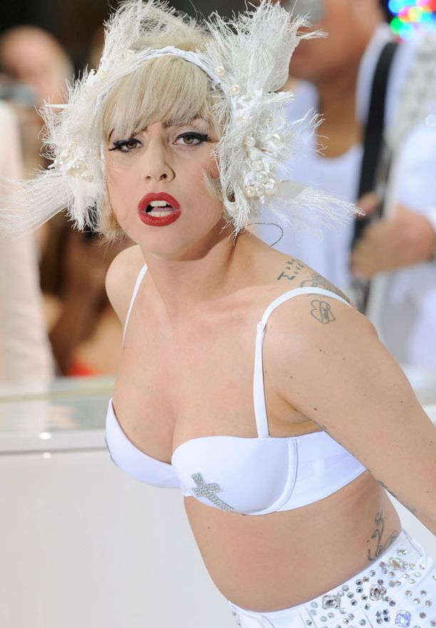 Lady Gaga tunnustaa käyttävänsä satunnaisesti kokaiinia.