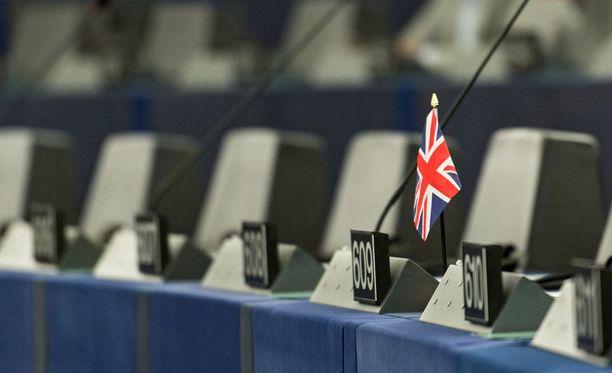 EBAa ja EMAa pidetään painoarvoltaan merkittävinä. Mitään päätöksiä niistä ei ole tehty, mutta ilmeisenä pidetään, että ne joutuvat Britannian EU-eron myötä muuttamaan.