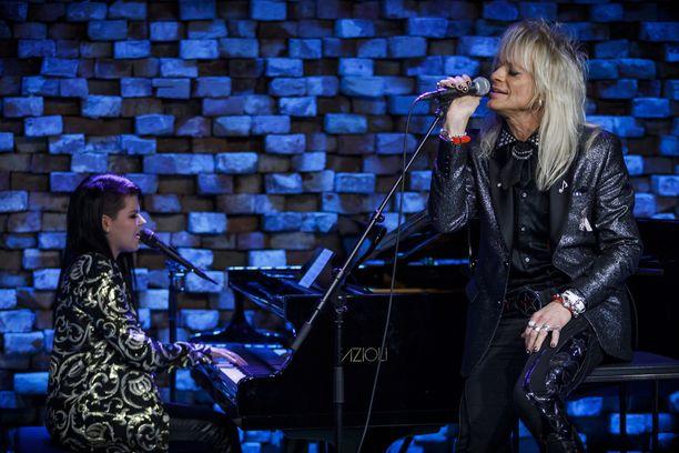 Saara Aalto ja Michael Monroe lauloivat kauniin dueton.