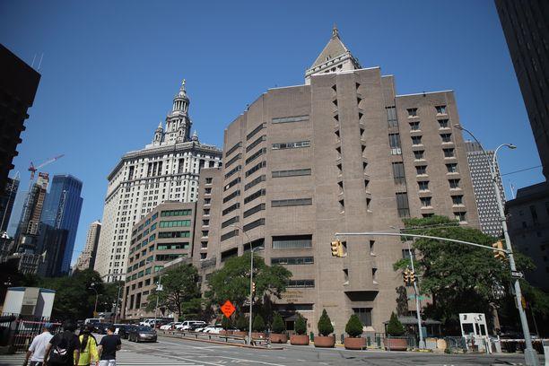 Epstein kuoli ollessaan Metropolitan Correctional Center -vankilassa New Yorkissa.