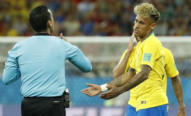"Neymarin ""spagettikihara"" sai jopa Eric Cantonan naureskelemaan."