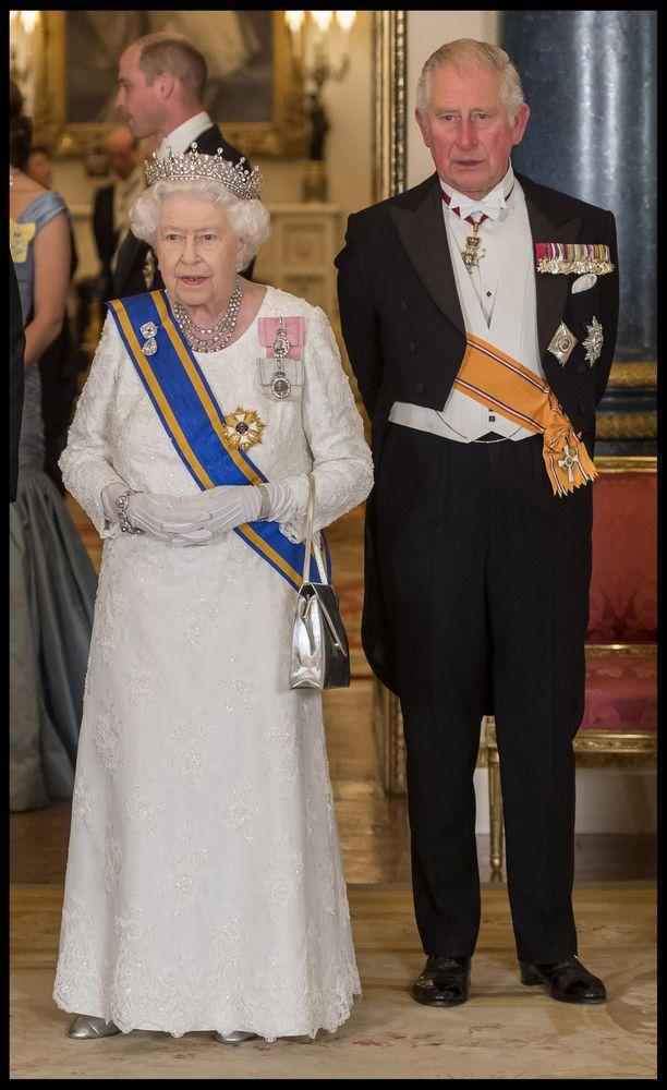 Lokakuussa Charles edusti äitinsä, kuningatar Elisabetin rinnalla, kun Hollannin kuningaspari vieraili Englannissa.