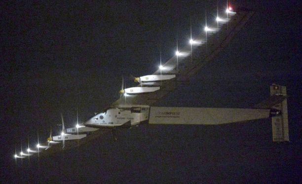 Aurinkoenergialla lentävä kone on suoriutunut tähän mennessä seitsemästä etapista. Tyynenmeren ylitystä pidetään sen toistaiseksi suurimpana haasteena.