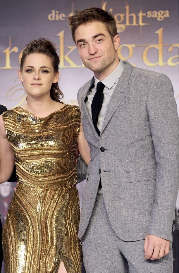 Kristen Stewart ja Robert Pattinson näyttelevät elokuvasaagassa pääparia.