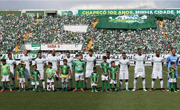 Ystävyysottelu valkopaitaista vierasjoukkue Palmeirasia vastaan päättyi 2-2-tasapeliin.