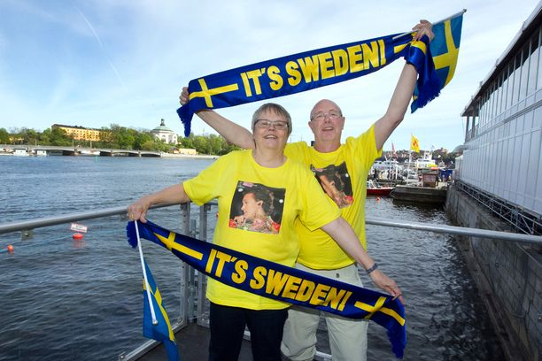 Hasse Gustafsson ja Berit Windeskog odottavat innolla viisufinaalia, jotta selviää, minne ensi keväänä matkustetaan.