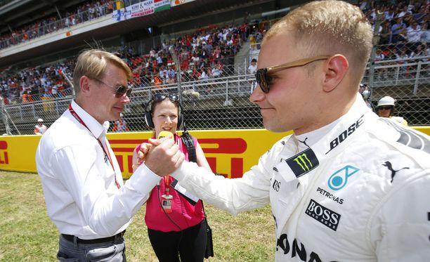 Matti Kyllösen mukaan Mika Häkkinen on ollut arvokas apu Valtteri Bottakselle, joka otti sunnuntaina taas yhden huippulähdön.