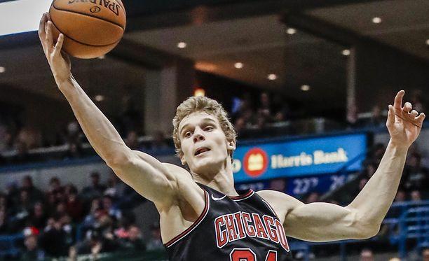 Lauri Markkanen keräsi seitsemän levypalloa ja kolme pistettä Milwaukee Bucksia vastaan.