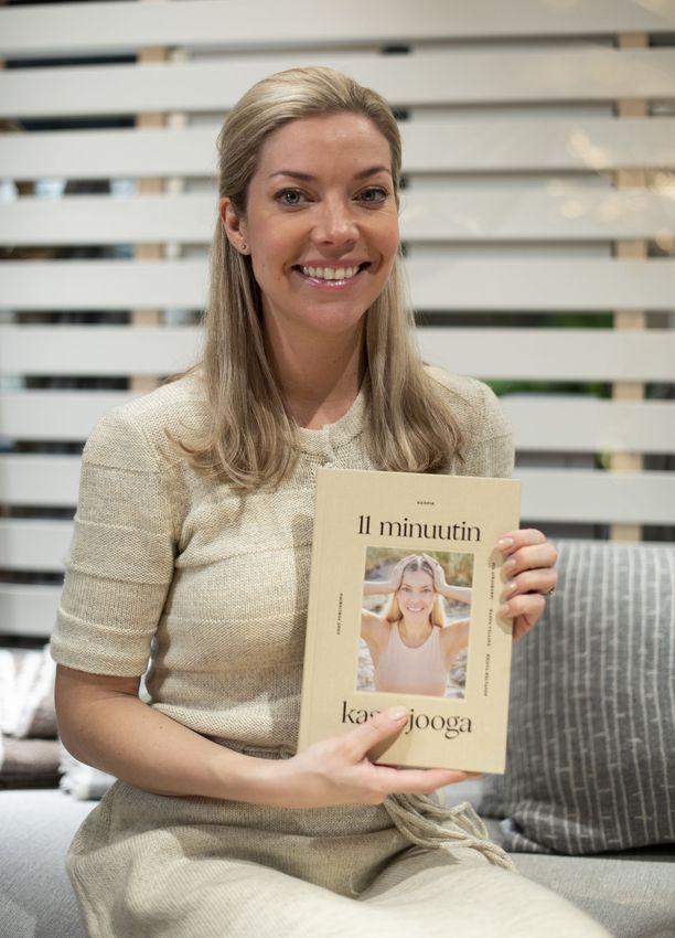 Airaskorpi esittelee Korpia-kasvojoogaamisen ja simppelin ihonhoidon periaatteita uudessa  -kirjassaan.