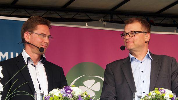 Kokoomuksen Jyrki Katainen ja keskustan Juha Sipilä johdttavat puolueensa tasaiseen eurovaalikamppailuun.