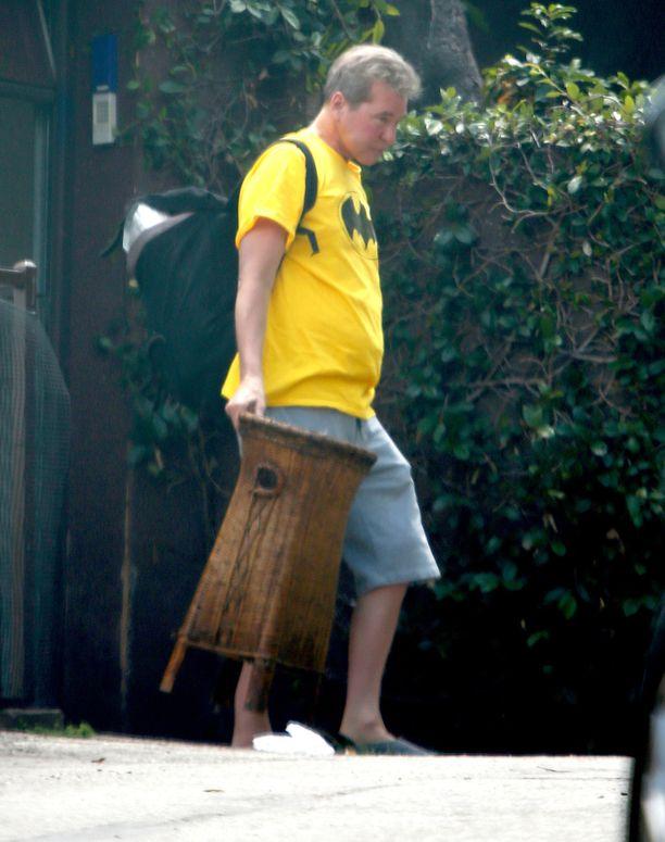 Val Kilmer toipuu syövästä hiljalleen. Tässä kuvattuna keltaisessa Batman-paidassa Los Angelesissa toukokuussa 2018.