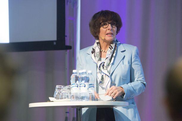 Ministeri Anne Berner (kesk) on ehdolla ruotsalaisen SEB-pankin hallitukseen.