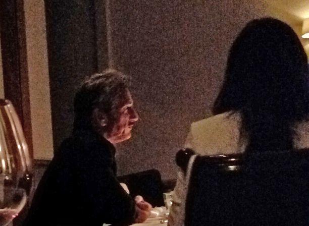Sean Penn juhli Minkan synttäreitä ravintolassa ja maksoi myös laskun.