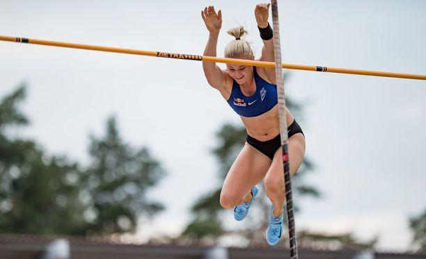 Wilma Murto hyppäsi oman ennätyksensä uusiin lukemiin Kalevan kisoissa.