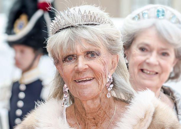 Prinsessa Birgitta tunnetaan myös ympärivuotisesta rusketuksestaan.