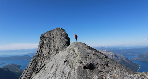 Elokuussa matkataankin takaisin Norjaan, jossa kiipeillään Lofoottien upeissa vuoristomaisemissa.