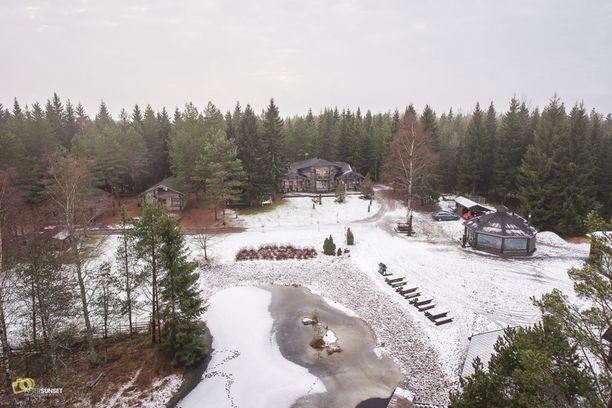Huittisissa sijaitseva elämyskeskus on rakennettu vanhan metsästysmajan päälle. Etuovi.comissa se kiinnosti tammikuussa toiseksi eniten. Mökki ja muut kiinteistöt sijaitsevat kuuden hehtaarin tontilla.