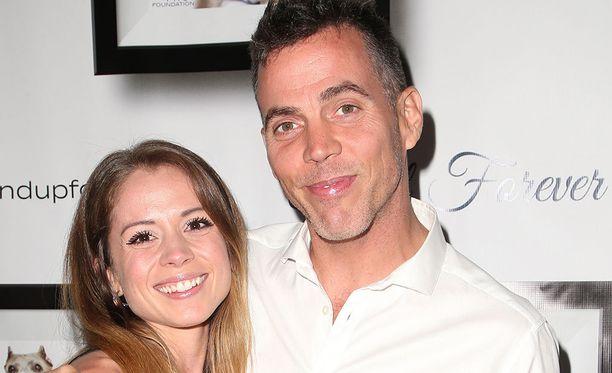 Lux Wright ja Steve-O kihlautuivat alkuvuodesta. Steve-O oli suunnitellut kosintaa puoli vuotta.