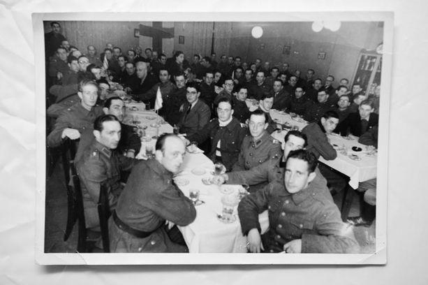 Jatkosodan aikana perustettiin Juutalaiset aseveljet -yhdistys huolehtimaan invalideista ja kaatuneiden omaisista.