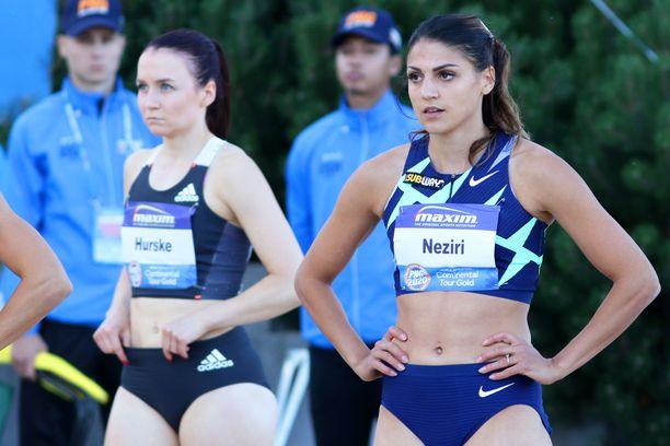 Reetta Hurske (vasemmalla) ja Nooralotta Neziri avasivat hallikautensa perjantaina.