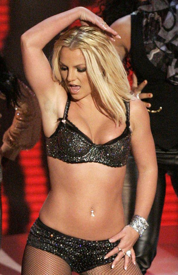Britneyn uusi video kuvastaa tähden paparazzien täyttämää elämää.