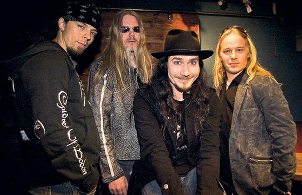 Nightwishin jäsenet kuuntelivat yli 2000 koelaulua, ennenkuin päätyivät valitsemaan Anette Olzonin.