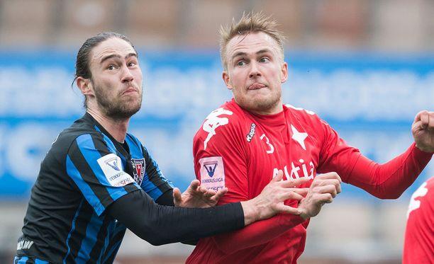 Pauli Kuusijärvi (oik.) vastasi ottelun voittomaalista.