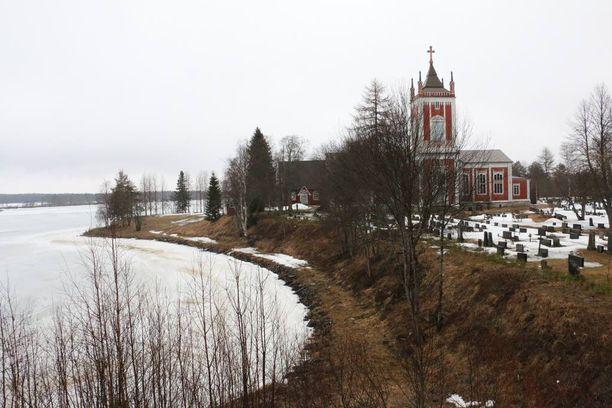 Tervolan kunta sijaitsee Lapin eteläosassa, Kemin ja Rovaniemen puolivälissä. Maisemaa hallitsevat Kemijoki ja kolme kirkkoa.