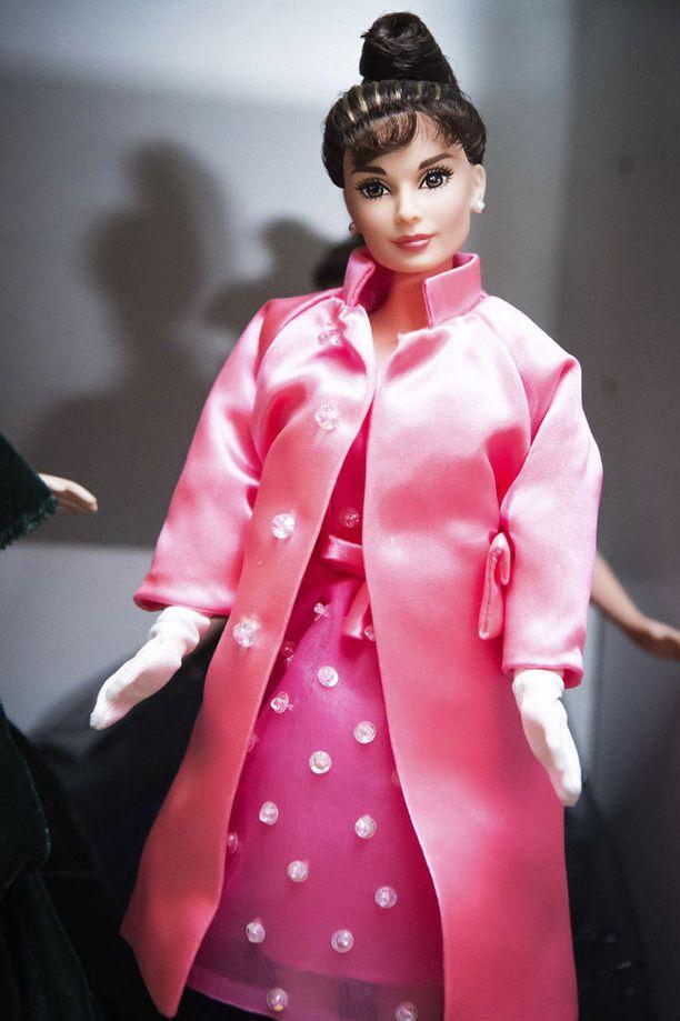 Audrey Hepburn Aamiainen Tiffanyllä -elokuvasta.