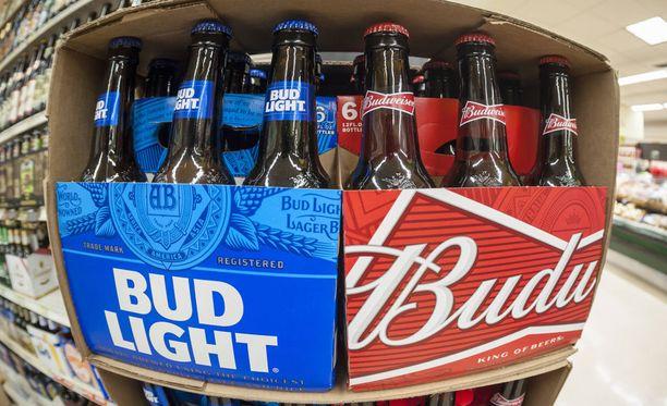 Budweiserin puoliaikamainos osuu poliittisesti napakymppiin.