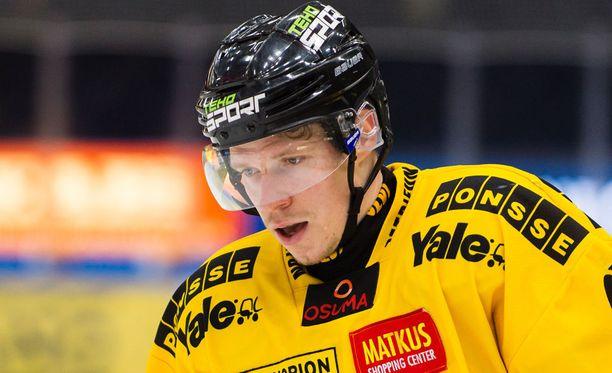 Janne Keränen jättää KalPan hopeamitali kaulassa.