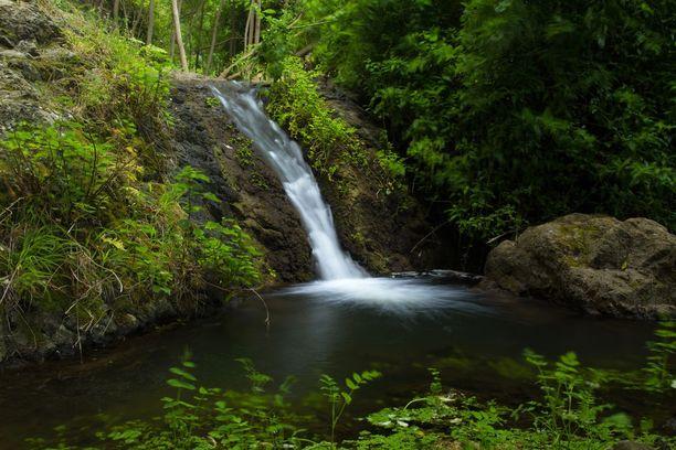 Azuajen rotkon vaellusreitillä voi ihailla myös komeita vuoristomaisemia sekä esimerkiksi tätä vesiputousta.
