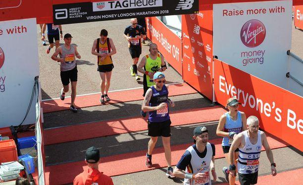 Lontoon maratonin maaliviiva. Kuvan henkilöt eivät liity tapaukseen.