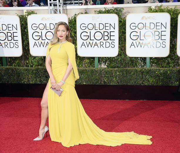 Jennifer Lopez näyttää, kuinka paljastaa ihoa oikeista paikoista. Näyttelijä-laulajan tyylissä kaikki meni nappiin.