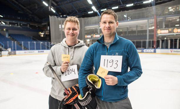 Jyri Saarinen (vas.) ja Pasi Vainio saivat keltaiset kortit, jotka takasivat miehille pääsyn castingin seuraavaan vaiheeseen.