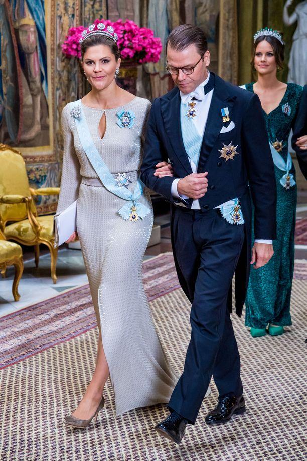 Kruununprinsessa Victoria juhli tyylikkäässä asussa.