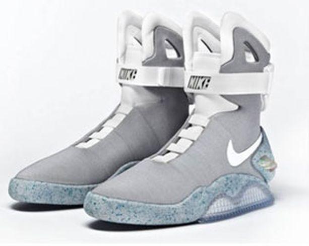 Nike Mag -kengät valaisevat pimeässä.