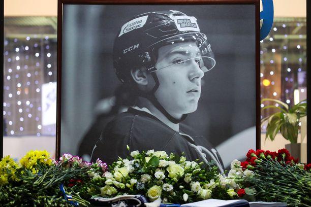 Pietarin Jubileini-urheilupalatsissa pidettiin tiistai-iltana muistotilaisuus Timur Faizutdinovin poismenon johdosta.