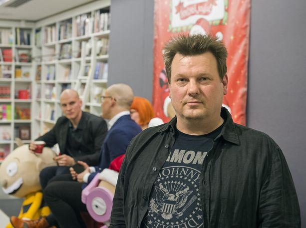 Rike Jokinen jatkaa Karpin tarinan käsikirjoittamisen parissa.